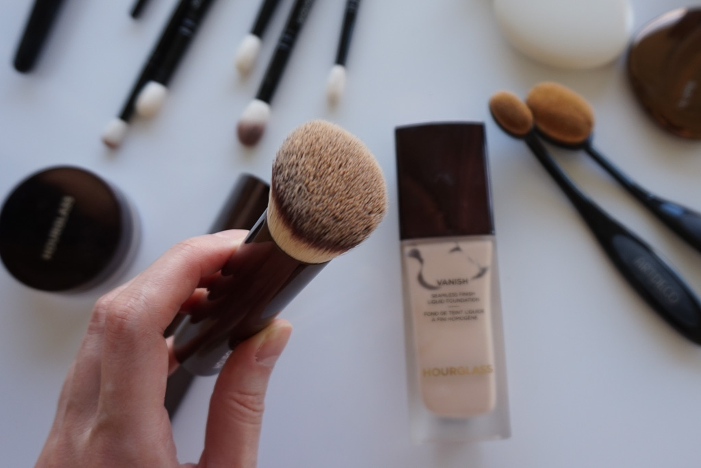 Hourglass Vanish Seamless Finish Foundation Brush recenzia